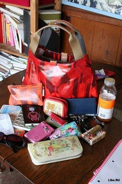Девушки, а вы можете навскидку точно сказать, что лежит в ваших сумочках?