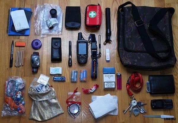 А что интересное есть в вашей сумочке?  Женщины имеют привычку носить с...