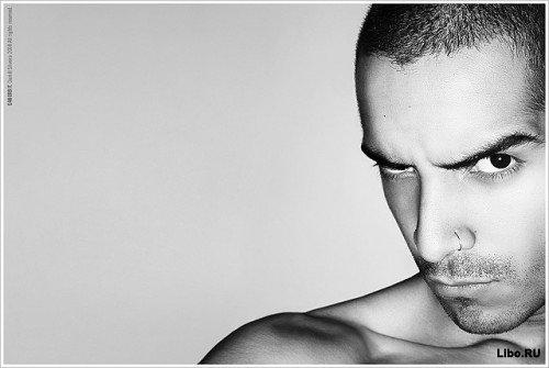 Невербальный язык тела: всё внимание на плечи