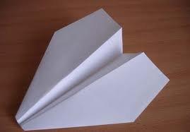 Поделка из бумаги своими руками - Бумажный самолетик Поделки из бумаги очень увлекательное и интересное занятие.