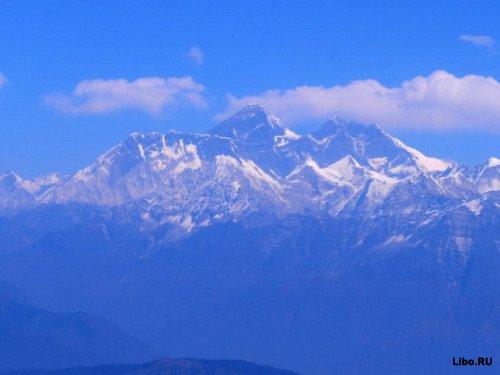 Эверест превращается в гору мусора
